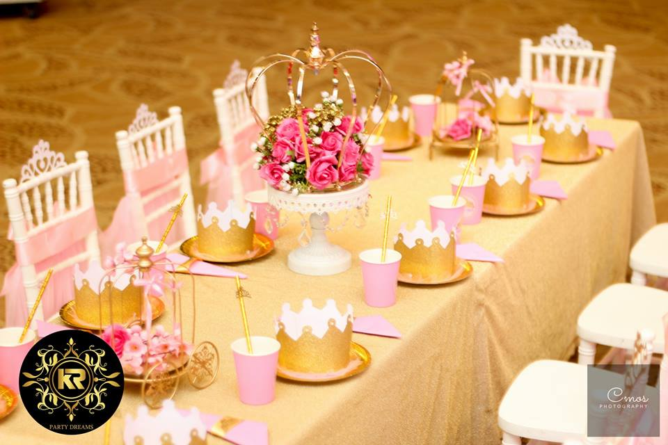 Golden-Princess-Castle-Birthday-Guest-Table