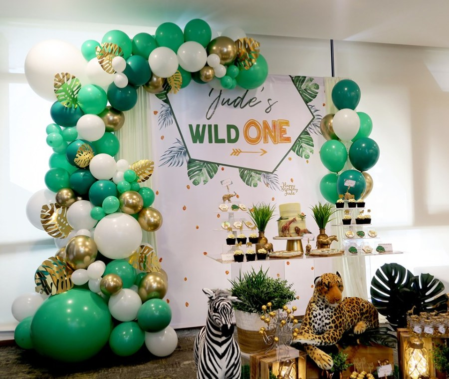 gold leaf and green white balloons