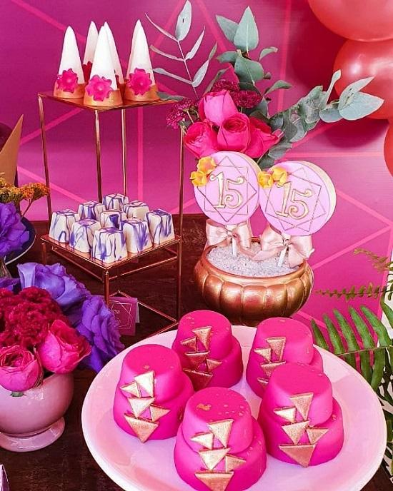 Quinceañera de 15 cumpleaños dulces rosas fuertes