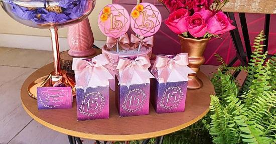 Diseño de bolsas de fiesta de cumpleaños de quinceañera.