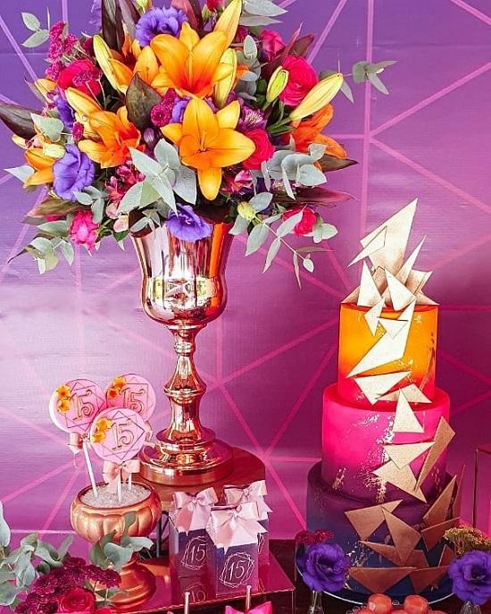 pastel de cumpleaños geométrico