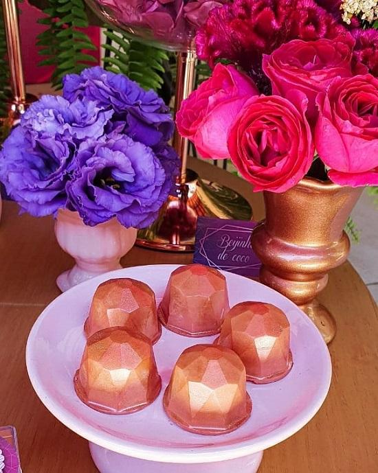 dulce geométrico de oro rosa
